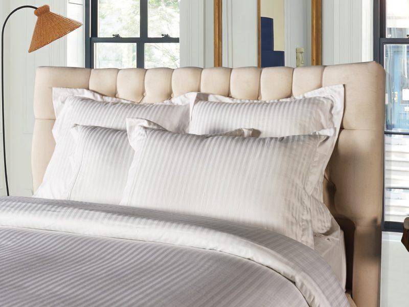 Tête de lit beige capitonnée shabby